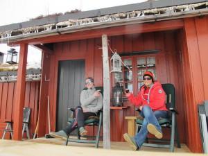 Eva og Inga på hytta