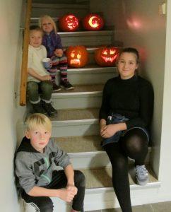 4-barn-med-gresskar