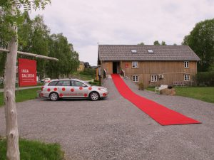 The red carpet is out, and my polkadot car is arked outside Dalalåven Art Studio