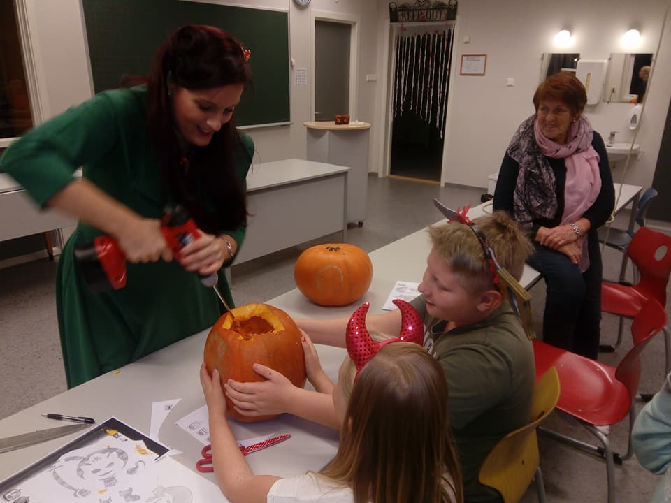Pumpkin carving workshop with Hustad Garden Association